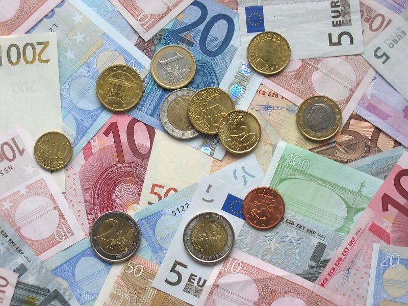 Euro - banknoty i monety, źródło wikimedia