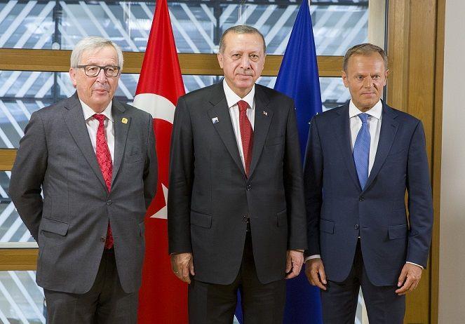 Jean-Claude JUNCKER, Przewodniczący Komisji Europejskiej; Recep Tayyip ERDOGAN, Prezydent Turcji; Donald TUSK, Przewodniczący Rady Europejskiej // Źródło: European Council