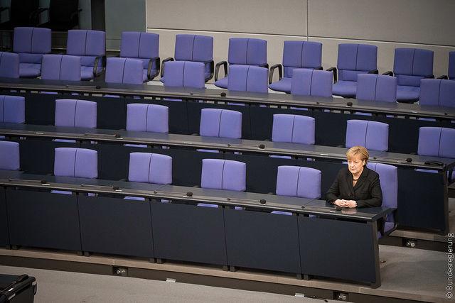 Kanclerz Niemiec Angela Merkel w ławach rządowych w Bundestagu