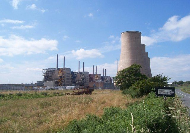 Nieczynna już elektrownia atomowa w Chapelcross w Wielkiej Brytanii, źródło Wikipedia