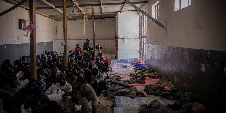Ośrodek dla nielegalnych migrantów w Trypolisie w Libii, źródło Lekarze Bez Granic