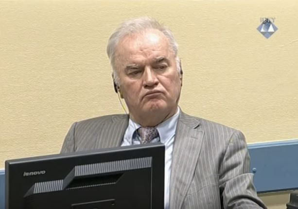 Ratko Mladić na sali sądowej w Hadze, źródło Flickr