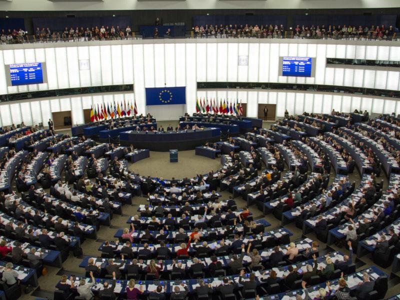 Sala obrad plenarnych w siedzibie Parlamentu Europejskiego w Strasburgu, źródło Wikipedia