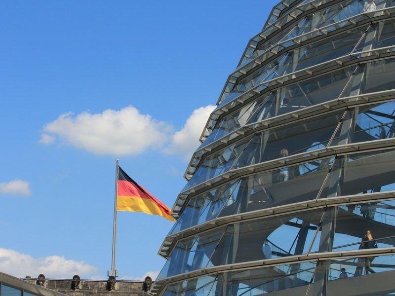 Szklana kopuła nad siedzibą Bundestagu, źródło Pixabay
