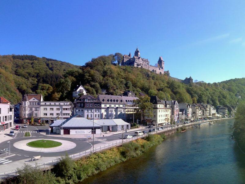 Widok na miasto Altena od strony rzeki Lenne, źródło Wikipedia