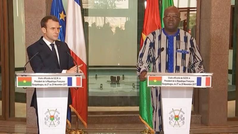 Prezydent Francji Emmanuel Macron i prezydent Burkina Faso Roch Marc Kabore podczas konferencji prasowej, źródło Pałac Elizejski