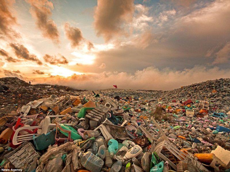 Wysypisko śmieci w Thilafushi, Malediwy // projekt Alison Teal, for. Mark Tipple, Sarah Lee // Caters News Agency