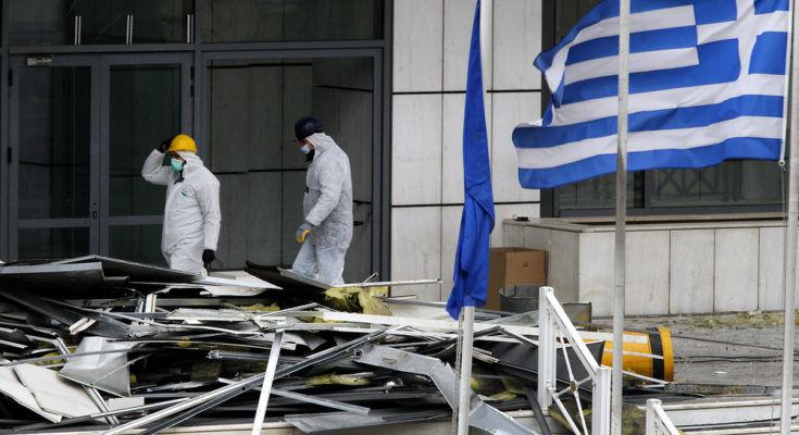 Zaatakowany budynek sądu w Atenach, źródło Flickr