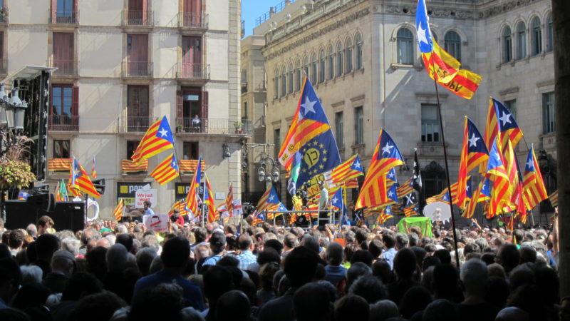 Zwolennicy niepodległości Katalonii na wiecu w Barcelonie, źródło Wikipedia