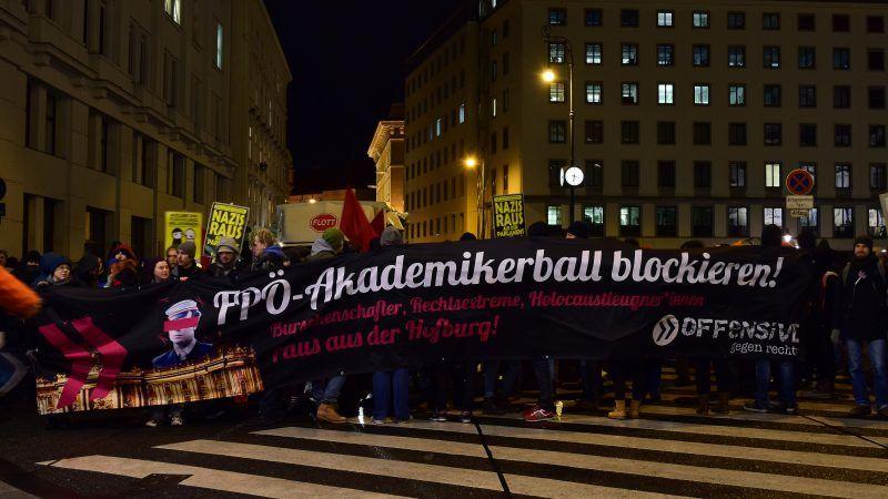 Protest przeciwników Austriackiej Partii Wolności w Wiedniu, źródło Wikipedia