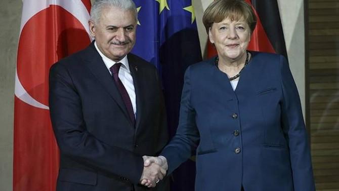 Binali Yildirim i Angela Merkel, źródło Bundeskanzleramt