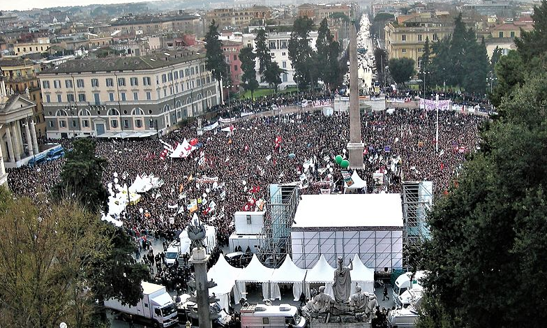 Demonstracja na Piazza del Popolo w Rzymie, źródło Wikipedia