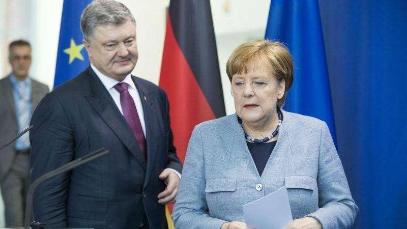 Kanclerz Merkel i prezydent Poroszenko, konf. pras. w Berlinie, źródło euractiv.com / Omer Messinger/EPA/EFE