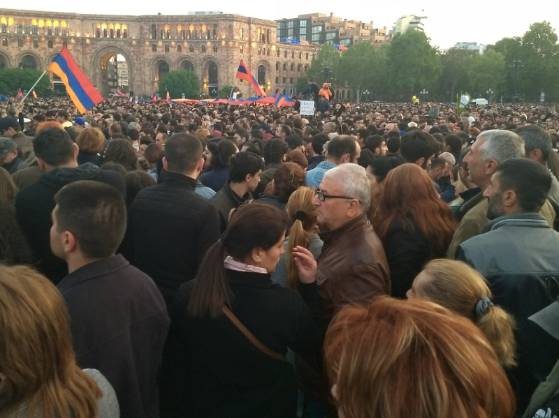 Protest na Placu Republiki w Erywaniu, źródło: Wikipedia, fot, Raffi Kojian