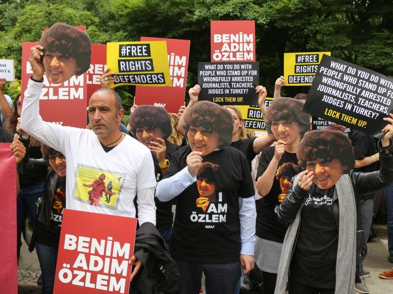 Protest w obronie aresztowanych w Turcji działaczy społecznych i dziennikarzy, źródło: Flickr, fot. Steve Eason