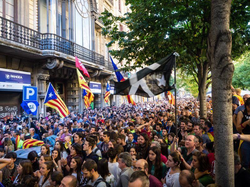 Zwolennicy niepodległości Katalonii, źródło: Wikipedia, fot. Màrius Montón