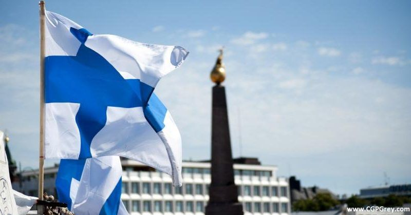 Flaga Finlandii, [https://www.eurodesk.pl/europraca/finlandia-biedny-kraj-bogatych-ludzi]