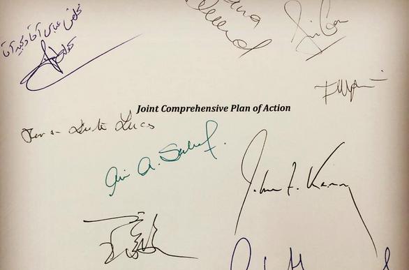 Podpisy głównych negocjatorów pod tekstem JCPOA, źródło Wikipedia/Sattar91