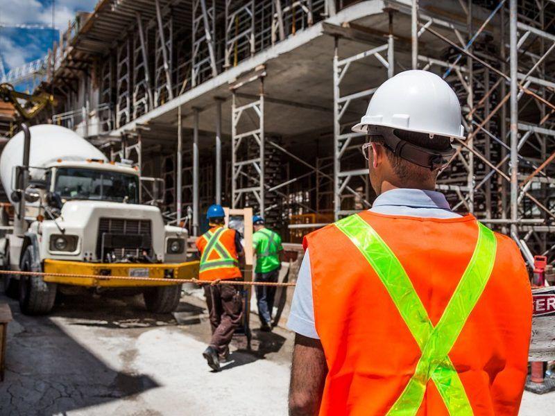 Pracowników brakuje w Rumunii m.in. w budownictwie, źródło: Pixabay/fot. bridgesward