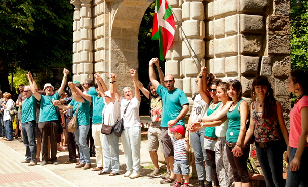 """""""Żywy łańcuch"""" w Kraju Basków, źródło: Wikipedia/Argia.com/fot. Dani Blanco"""