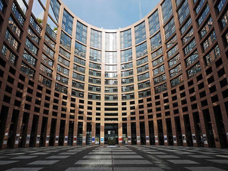 Dziedziniec Parlamentu Europejskiego w Strasburgu