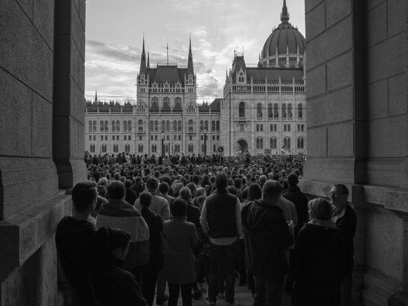 Protest w Budapeszcie pod budynkiem Parlamentu, źródło: Flickr