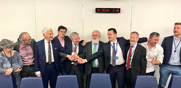 Unijny kompromis w sprawie celów OZE, źródło: https://wysokienapiecie.pl/11076-unia-podzielona-w-sprawie-oze-nie-widac-kompromisu/#dalej