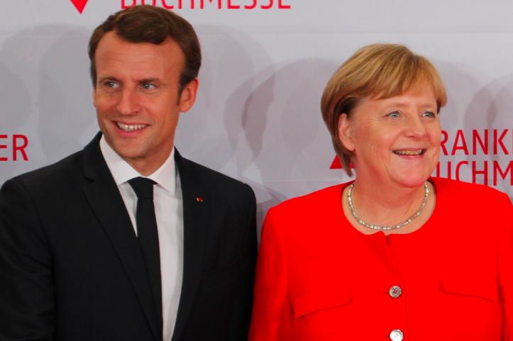 Emmanuel Macron i Angela Merkel, źródło: Wikipedia/ActuaLitté