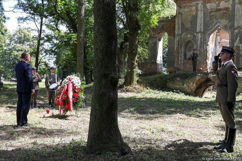 75. rocznica zbrodni wołyńskiej, prezydent Andrzej Duda na cmentarzu rzymskokatolickim w Ołyce, źródło KPRP