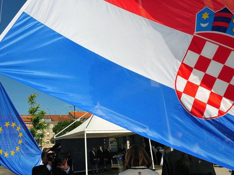 Chorwacka i unijna flaga, Żródło: flicktr