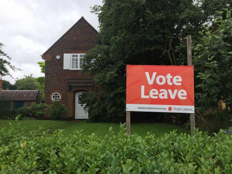 Jeden z plaktów kampanii VoteLeave, źródło: Flickr/fot. Andrew Hall