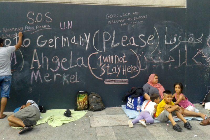 Migranci i uchodźcy na dworcu Keleti w Budapeszcie © IOM 2015