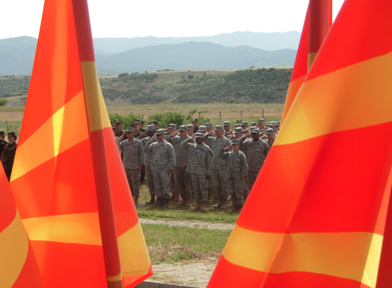Macedońscy oraz amerykańscy żołnierze podczas wspólnych ćwiczeń, źródło: www.usafe.af.mil/U.S. Air Force photo/Master Sgt. Kelley J. Stewart
