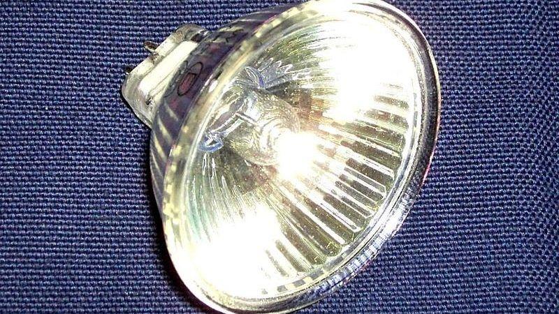 żarówka halogenowa, źródło wikipedia