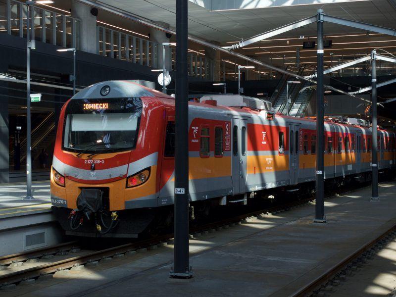 Pociąg na stacji Łódź Fabryczna, źródło: Flickr, fot. Phil Richards