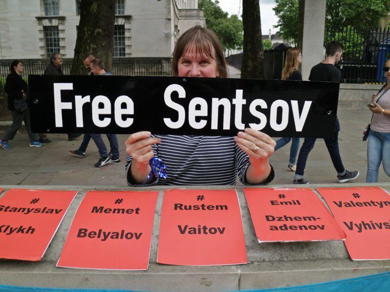 Protest w obronie Ołeha Sencowa oraz innych obywateli Ukrainy przetrzymywanych w rosyjskich więzieniach, źródło: Flickr, fot. Steve Eason