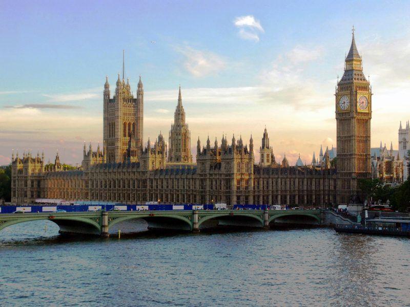 Budynek brytyjskiego parlamentu, źródło: Wikipedia, fot. Mike Gimelfarb