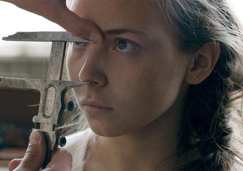 """Kadr z filmu """"Krew Samów"""". Na zdjęciu odtwórczyni głównej roli Lene Cecilia Sparrok"""