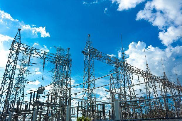 Według danych URE aż 90 proc. odbiorców energii zdaje sobie sprawę, że może zmienić sprzedawcę prądu i gazu. Źródło: https://wyborcza.biz/pieniadzeekstra/7,134263,23765670,nadchodzi-rewolucja-w-cenach-pradu-unia-wprowadza-pakiet-zimowy.html