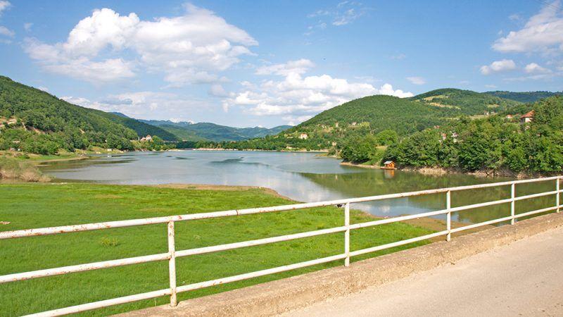 Jezioro Gazivoda sztuczny zbiornik wodny o który spierają się Serbia i Kosowo źródło: Wikipedia, fot. Zcvetkovic