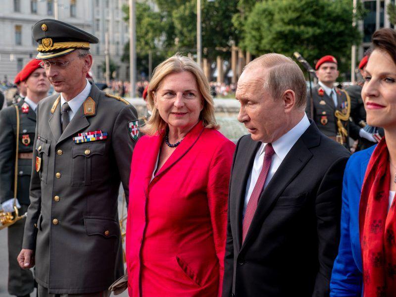 Karin Kneissl i Władimir Putin, źródło: BMEIA, fot. Angelika Lauber