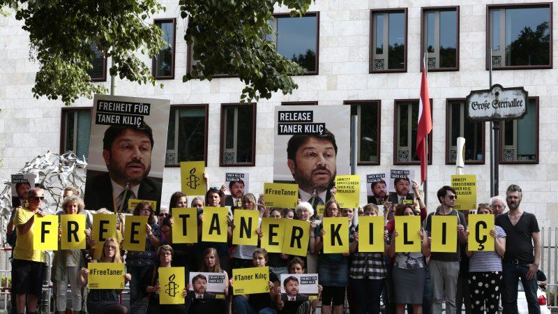 Manifestacja w obronie Tanera Kilica, źródło: Amnesty International, fot. Stephane Lelarge