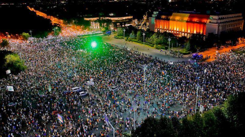 Protesty w Bukareszcie, 11.08.2018 r., źródło: https://wyborcza.pl/7,75399,23779583,wiesz-jak-to-jest-pracowac-jak-niewolnik-w-niemczech-rumunscy.html