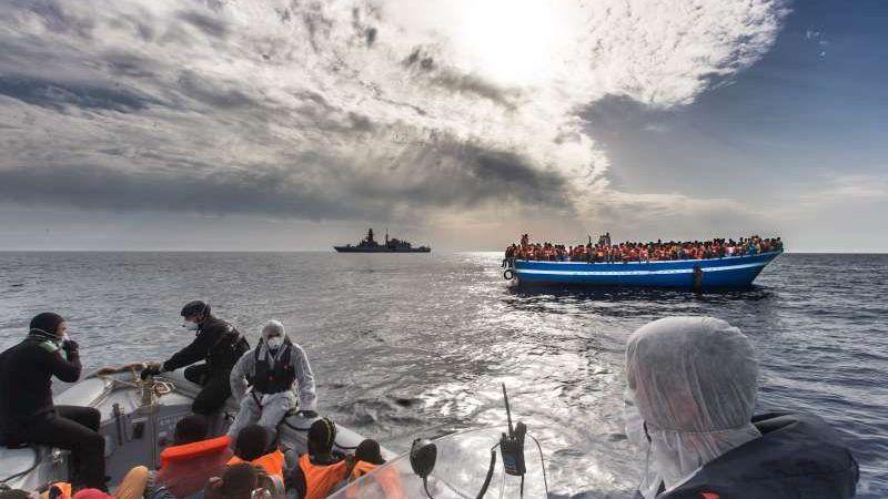 Od stycznia tego roku 63.000 migrantów przekroczyło Morze Śródziemne. Jest to o połowę mniej niż w tym samym okresie rok temu. Źródło: UNHCR