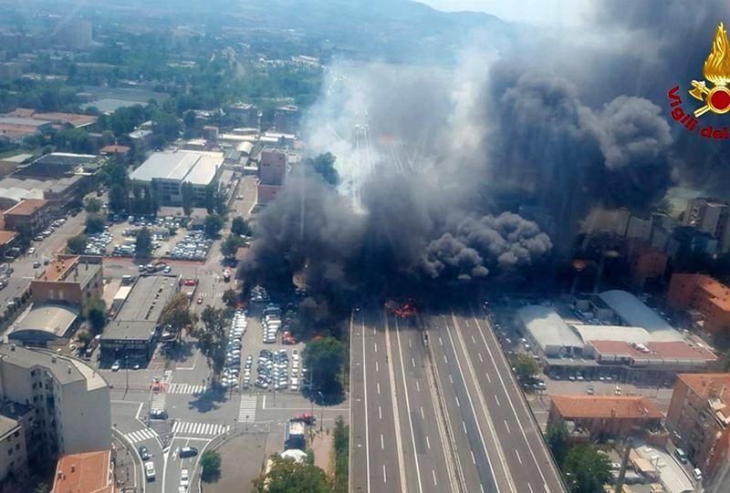 Wybuch na autostradzie na przedmieściach Bolonii, 6.02.2018, źródło: Gazeta Wyborcza