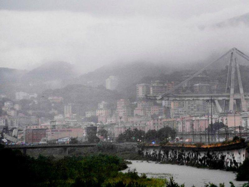 Zawalony wiadukt w Genui, źródło: https://wyborcza.pl/7,75399,23784948,w-genui-zawalil-sie-wiadukt-na-ktorym-byly-auta.html#nowaZajawkaGlownaMT