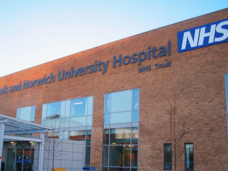 Jeden ze szpitali podległych NHS, źródło: Wikipedia, fot. Francis Tyers