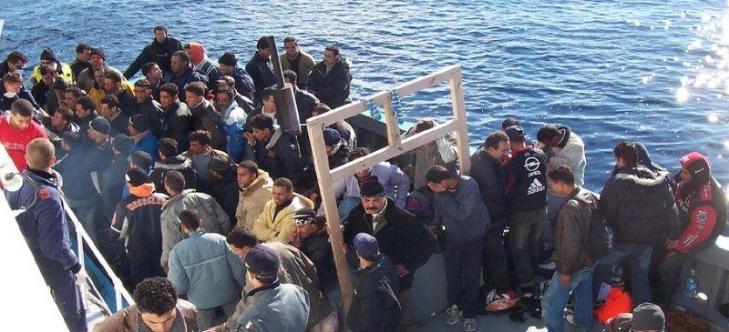 Zawracanie statków z migrantami do Libii może być niezgodne z prawem międzynarodowym - ostrzega ONZ. Źródło: Centre for European Reform