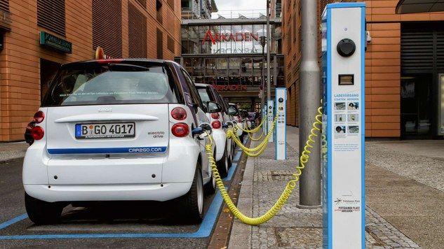 Do połowy 2018 roku w Unii Europejskiej nabywców znalazły 143 tys. nowych aut elektrycznych (zasilanych wyłącznie z baterii oraz hybryd ładowanych z gniazdka). Źródło: Komisja Europejska