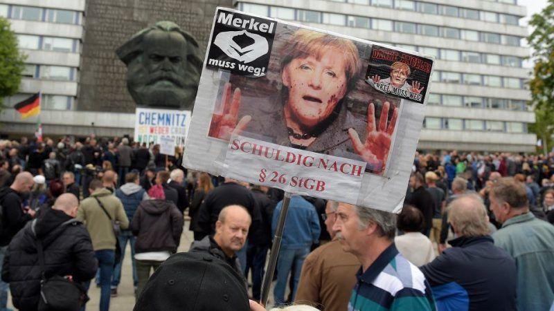 Demonstracja skrajnej prawicy w Chemnitz 1 września 2018 r., źródło: https://wyborcza.pl/7,75399,23853459,chemnitz-straszy-niemcow-brunatne-podziemie-pokazalo-sile.html